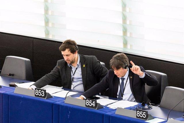 15 de gener del 2020, França, Estrasburg: Els membres del Parlament Europeu i exmembres del Govern Toni Comín i Carles Puigdemont acudeixen a un ple del Parlament Europeu. Foto: Philipp von Ditfurth/dpa