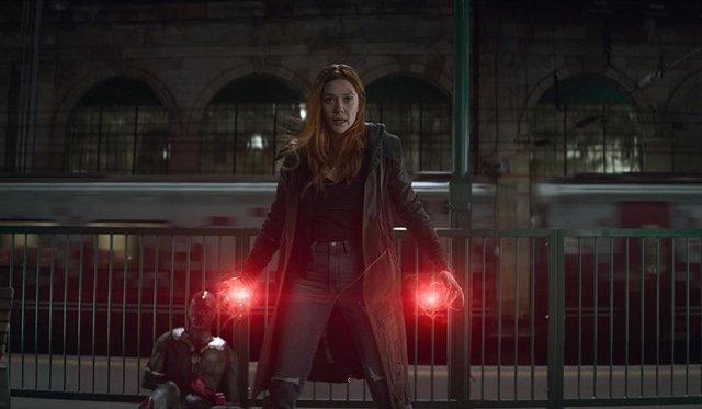 Bruja Escarlata y Vision en Vengadores: Infinity War
