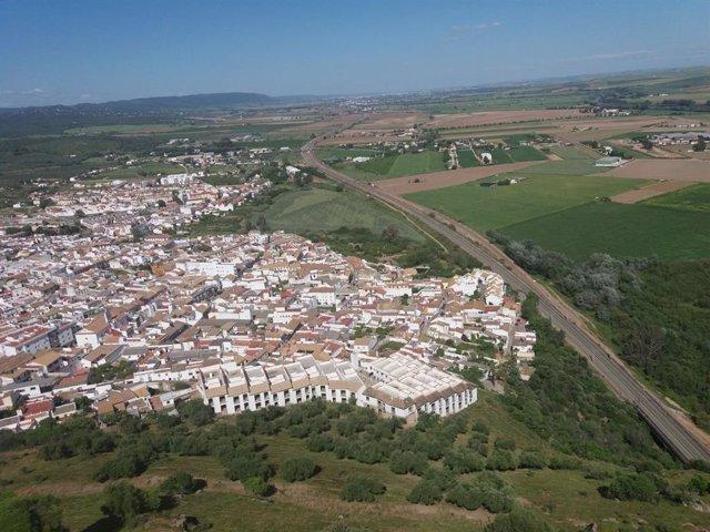 Almodóvar del Río (Córdoba) desde su castillo y con las vías del AVE
