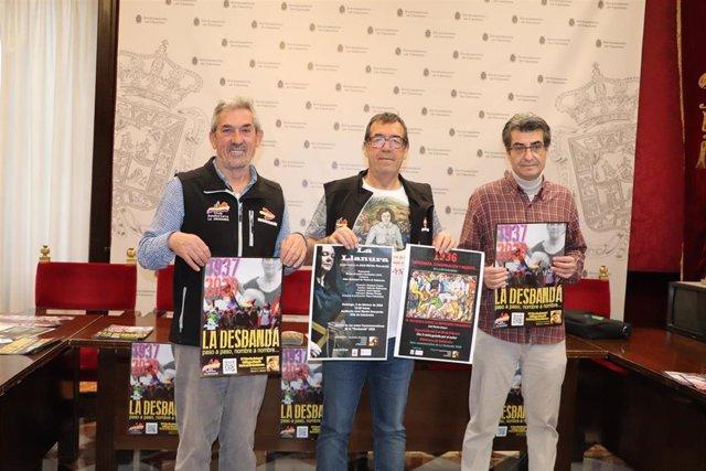 Imagen de la presentación de los actos de la marcha 'La Desbandá' en el Ayuntamiento de Granada