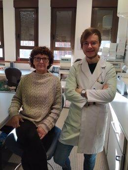 Los investigadores Javier Rodríguez Carrio y Ana Suárez.