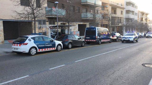 Operació dels Mossos d'Esquadra a Calafell (Tarragona) contra un grup que presumptament es dedicava a cometre delictes contra el patrimoni.