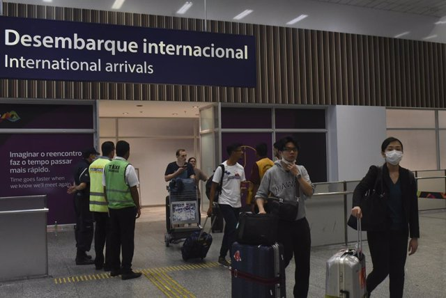 Las principales aerolíneas mundiales suspenden vuelos por el temor al coronavirus