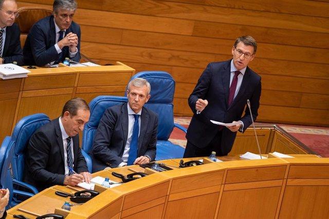 El presidente de la Xunta, Alberto Núñez Feijóo, responde a los grupos de la Cámara en el pleno