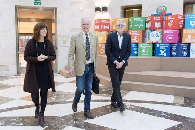El relator de la ONU sobre extrema pobreza visita Euskadi para conocer sus políticas contra la exclusión social.