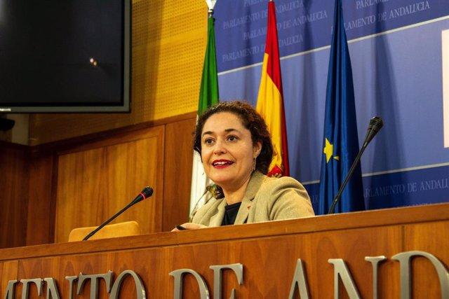La portavoz parlamentaria de Adelante Andalucía, Inmaculada Nieto (IU), en rueda de prensa. Foto de archivo