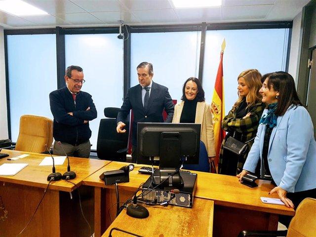 El consejero de Justicia, interior y Víctimas, Enrique López, visita el partido judicial de Pozuelo