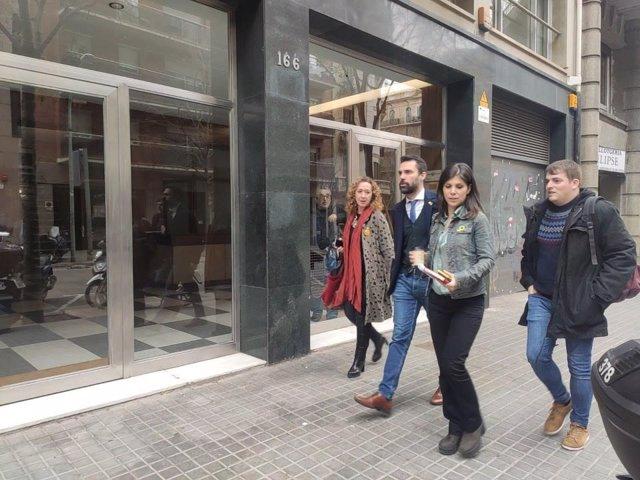 La consellera de Justícia, Ester Capella, el president del Parlament, Roger Torrent, la portaveu d'ERC, Marta Vilalta i el portaveu del Jovent Republicà, Pau Morales