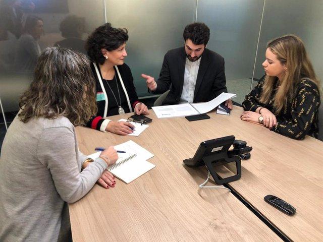 La diputada provincial Carmen Navarro mantiene una reunión en Bruselas