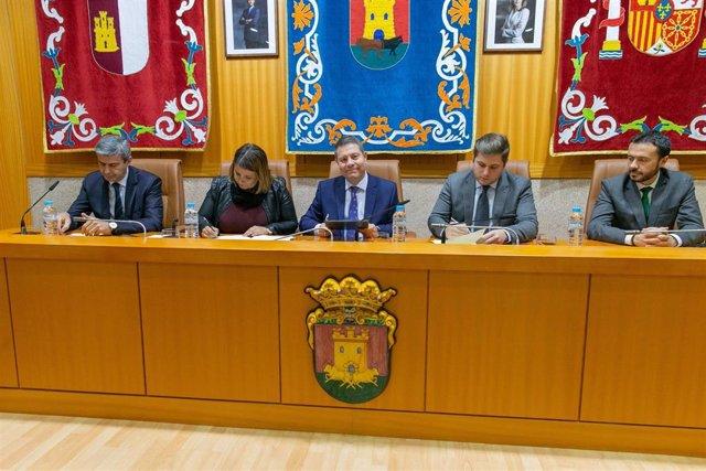 Page firma un acuerdo de suelo industrial en la alcaldesa de Talavera de la Reina, Tita García Élez