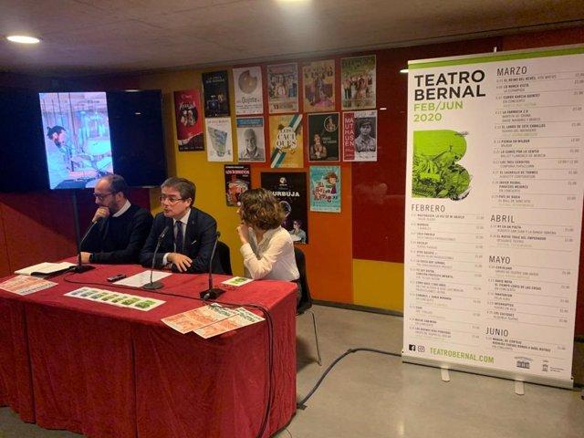 El concejal de Cultura y Recuperación del Patrimonio del Ayuntamiento de Murcia, Jesús Pacheco, y el director de los teatros de Murcia, Juan Pablo Soler, responsable de la programación del Teatro Bernal de El Palmar