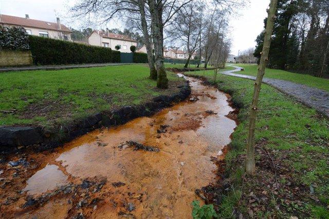 Contaminación minera en el río Portapego a su paso por Touro