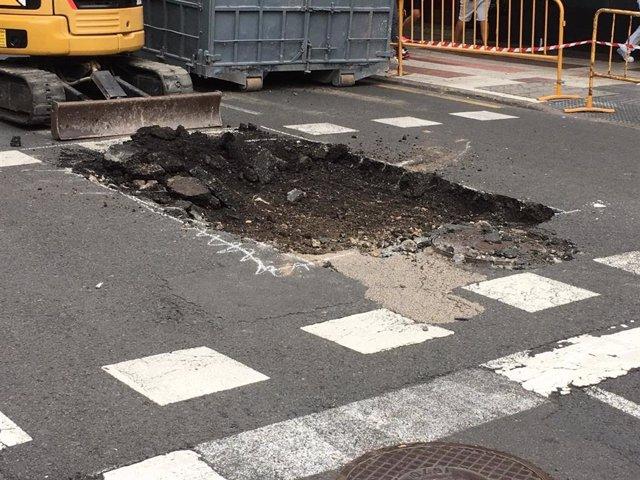 Socavón en la calle Néstor de La Torre de Las Palmas de Gran Canaria el pasado mes de julio