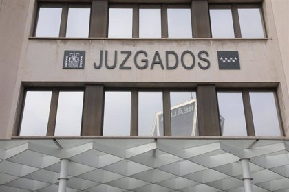 Se fuga un detenido de los Juzgados de Plaza de Castilla en Madrid tras golpear a dos agentes
