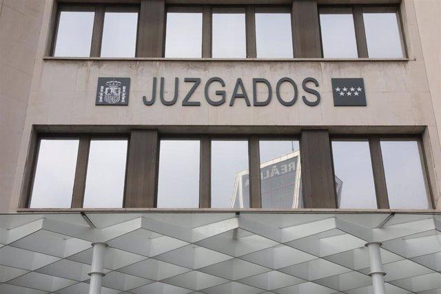 Entrada de los Juzgados de Plaza de Castilla, donde la Asociación de Abogados Cristianos se han manifestado a favor del Pin Parental, en Madrid (España), a 23 de enero de 2020,