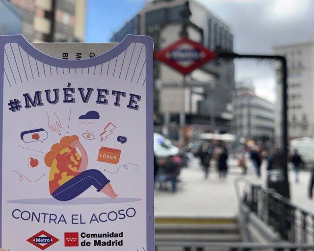 Imagen de uno de los folletos de Metro de Madrid de la campaña 'Muévete' dedicada a concienciar a la población contra el acoso escolar.