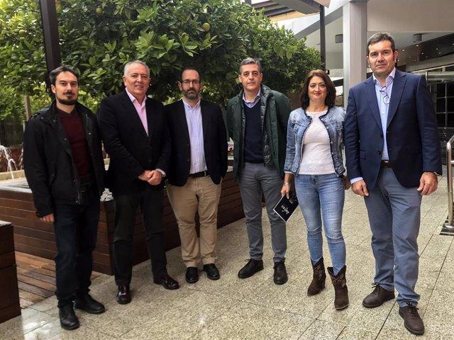 Miembros de la nueva directiva de la patronal de las pequeñas y medianas empresas (pymes) de telecomunicaciones Aotec, presidida por Antonio García Vidal