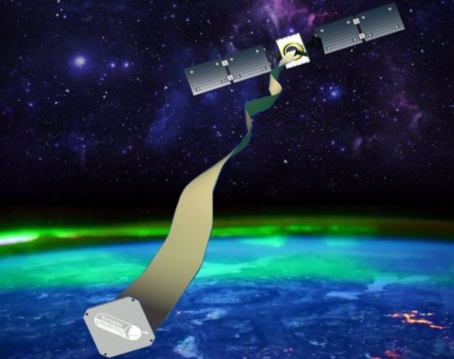Una cinta de 80 metros logra desorbitar un satélite