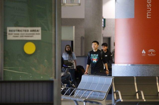 Llegada al aeropuerto de Málaga  del equipo de fútbol chino de Wuhan, 'zona cero' del coronavirus, para hacer la pretemporada