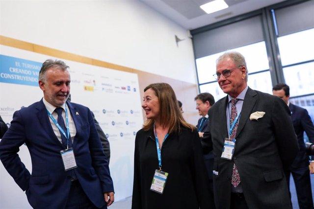 El presidente de Canarias, Ángel Víctor Torres; la presidenta de Baleares, Francina Armengol; y el Vicesecretario Ejecutivo de Exceltur, José Luis Zoreda