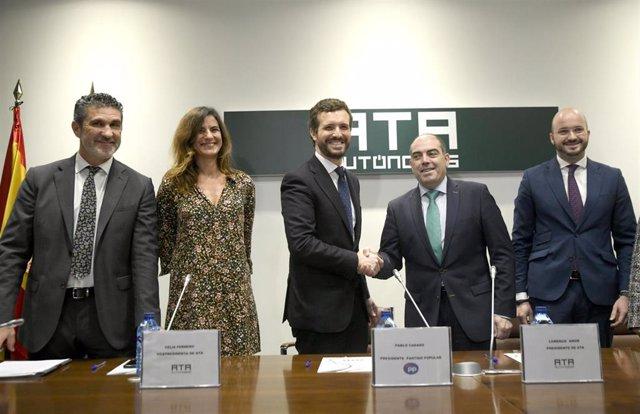 (I-D) El secretario general de (ATA), José Luis Perea; la vicepresidenta ejecutiva de ATA, Celia Ferrero; el presidente del PP, Pablo Casado; el presidente de ATA, Lorenzo Amor; y el vicepresidente de ATA, Fermín Albaladejo