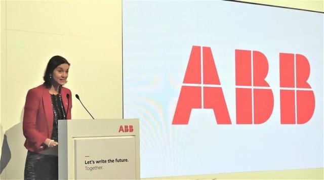La ministra de Industria, María Reyes Maroto, inaugura el primer Customer Innovation Center (CIC) de robótica de la empresa ABB, en Sant Quirze del Valls (Barcelona) el 29 de enero de 2020