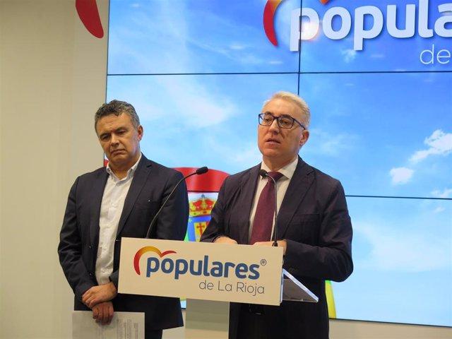 El portavoz del Grupo Parlamentario Popular, Jesús Ángel Garrido, junto al portavoz del Grupo Municipal Popular, Conrado Escobar