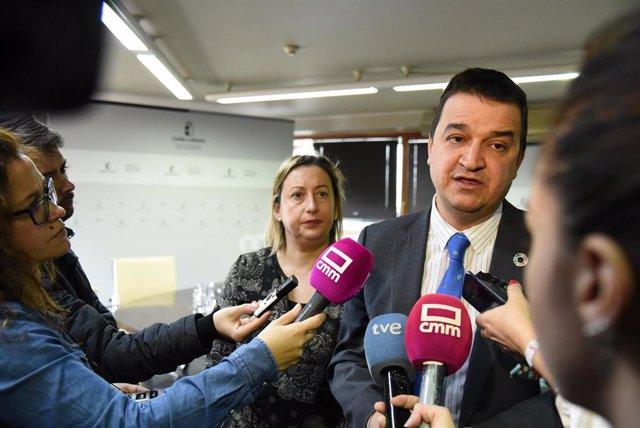 El consejero de Agricultura, Agua y Desarrollo Rural, Francisco Martínez Arroyo.
