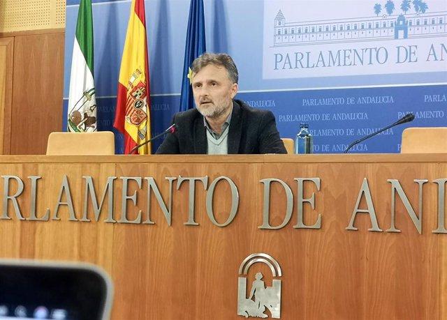 El portavoz parlamentario del PSOE-A, José Fiscal, este miércoles en rueda de prensa