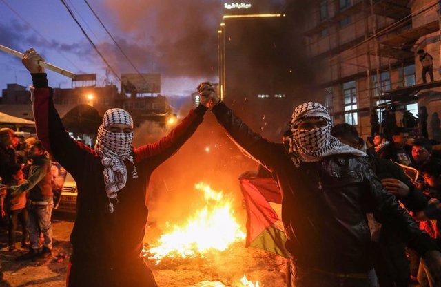 O.Próximo.- Los palestinos hacen huelga general en Gaza para protestar por el pl