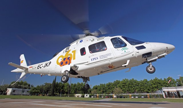Imagen de un helicóptero del 061.