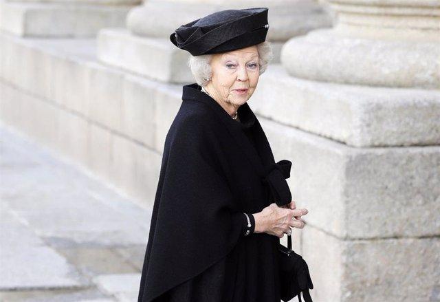 Beatriz de Holanda en el funeral de la Infanta Pilar