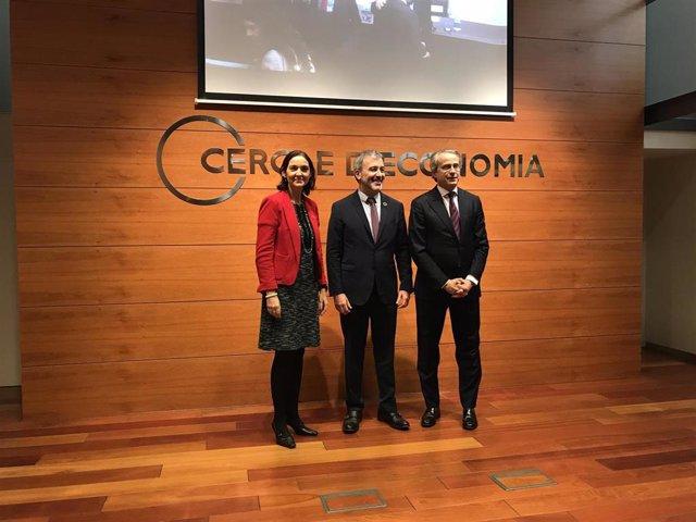 La ministra Reyes Maroto; el primer teniente de alcalde de Barcelona, Jaume Collboni, y el presidente del Cercle dEconomía, Javier Faus
