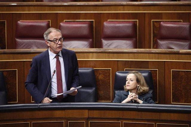 El ministro de Cultura y Deporte, José Guirao, interviene desde su escaño en un pleno  del Congreso