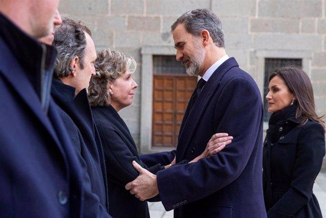 """AM-Los Reyes presiden el funeral de Doña Pilar, Infanta """"orgullosa"""" de su herman"""