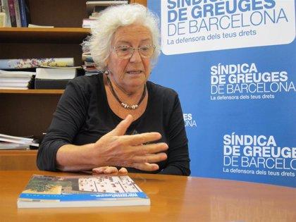 La síndica de Barcelona celebra el nuevo modelo de atención a personas con patología acumuladora