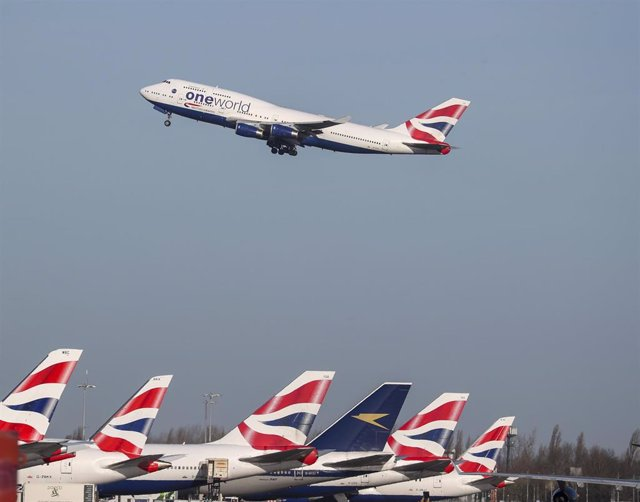"""29 January 2020, England, London: A British Airways plane takes off at Heathrow Airport. The airline has said that it has suspended all flights to and from mainland China with immediate effect after the Foreign Office warned against """"all but essential tra"""