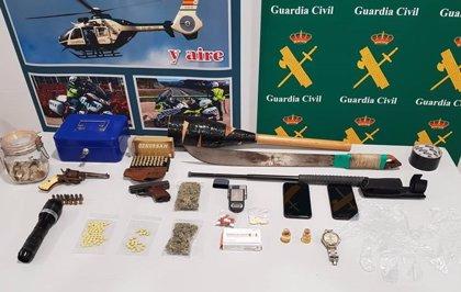 Un hombre okupa una casa en Torrevieja, monta un punto de venta de drogas en ella y tirotea al dueño cuando llega