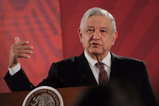 México.- López Obrador afea al Instituto de Migración el veto a las ONG en centr