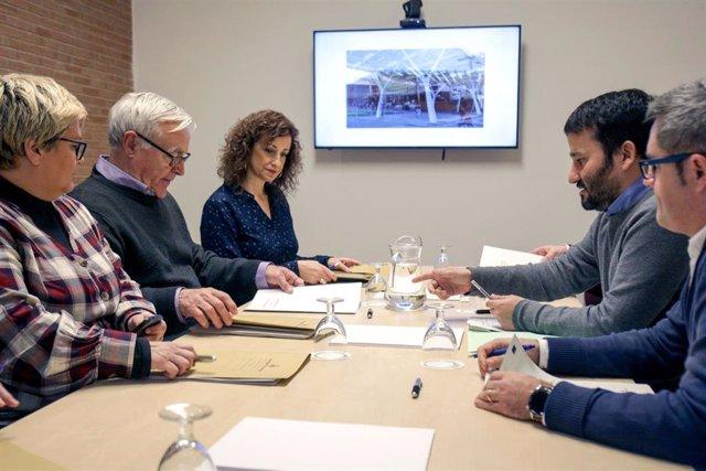 Reunión entre el conseller de Educación, Vicent Marzà, y el alcalde de València, Joan Ribó, para hablar del proyecto de instalación de pérgolas fotovoltaicas en los colegios.