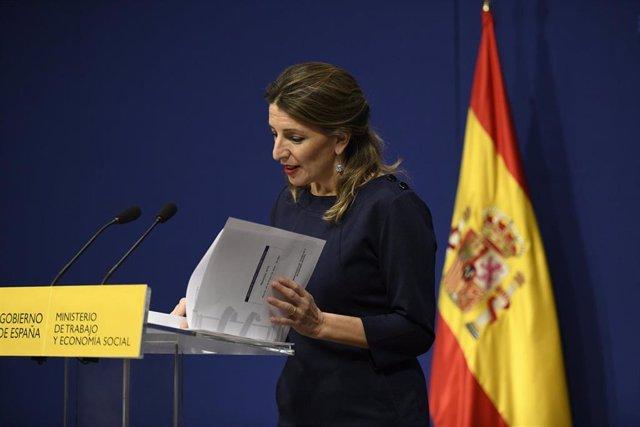 La ministra de Trabajo y Economía Social, Yolanda Díaz, en rueda de prensa tras sus reuniones con asociaciones de trabajadores autónomos,  en Madrid (España)