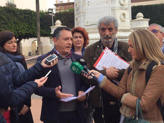 Indalecio Gutiérrez (PSOE) hace declaraciones a los medios