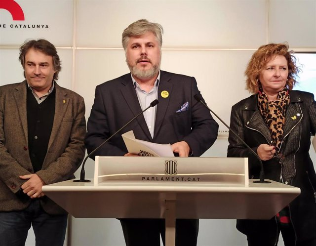 Jordi Munell, Albert Batet y Teresa Pallarès (JxCat) en rueda de prensa