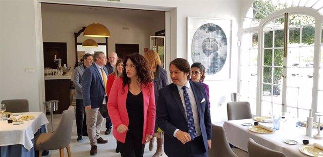 La consejera de Igualdad, Rocío Ruiz, visita las instalaciones de Universo Santi