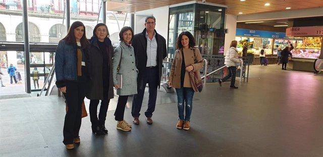 Representantes del Mercado de San Martín (San Sebastián)  visitan el Mercado de La Ribera de Bilbao