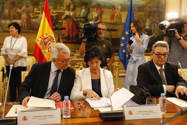 La ministra de Educación y Formación Profesional, Isabel Celaá, en una reunión de la Conferencia Sectorial de Educación en el Ministerio.