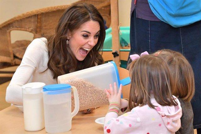 La Duquesa de Cambridge visita Stockwell Gardens Nursery & Pre-School
