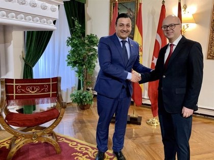 El embajador turco en España visita las instituciones abulenses