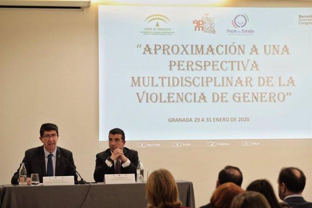 Imagen de la participación de Juan Marín en las jornadas 'Aproximación a una perspectiva multidisciplinar de la Violencia de Género' para profesionales