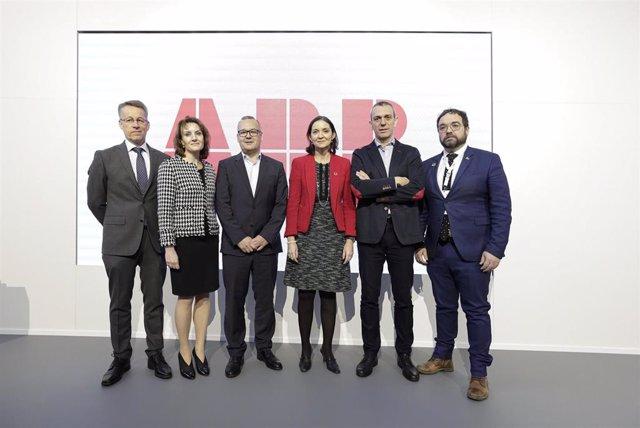 Inauguración del centro de innovación de ABB en Barcelona, con la presencia de: de izquierda a derecha, Teppo Tauriainen, Marina Bill, Marc Gómez, Reyes Maroto, Sergio Martin y Juli Fernandez.
